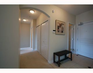 """Photo 2: 588 west 45th """"Hemingway"""" in Vancouver: Oakridge VW Condo for sale (Vancouver West)  : MLS®# V754687"""