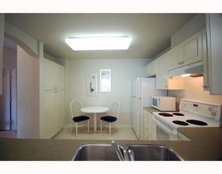"""Photo 3: 588 west 45th """"Hemingway"""" in Vancouver: Oakridge VW Condo for sale (Vancouver West)  : MLS®# V754687"""