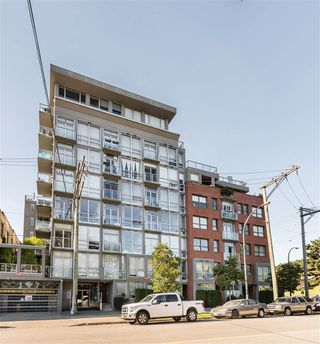 "Photo 2: 202 919 STATION Street in Vancouver: Strathcona Condo for sale in ""Left Bank"" (Vancouver East)  : MLS®# R2413251"