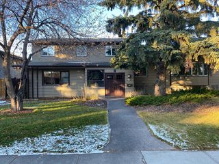 Photo 1: 2108 51 Avenue SW in Calgary: North Glenmore Park Detached for sale : MLS®# A1058307