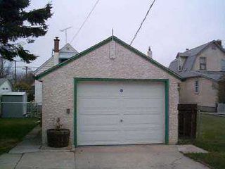 Photo 7: 301 SINCLAIR Street in Winnipeg: North End Single Family Detached for sale (North West Winnipeg)  : MLS®# 2505568