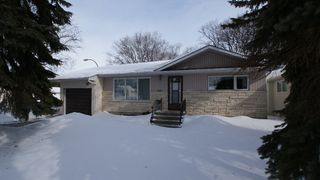 Photo 1: 251 Gilmore Avenue in Winnipeg: North Kildonan Residential for sale (North East Winnipeg)