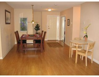 Photo 3: 401 74 RICHMOND Street in New_Westminster: Fraserview NW Condo for sale (New Westminster)  : MLS®# V668931