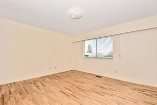 """Photo 14: 5435 - 5437 SUSSEX Avenue in Burnaby: Forest Glen BS House Duplex for sale in """"Forest Glen"""" (Burnaby South)  : MLS®# R2412379"""