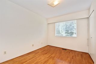 """Photo 16: 5435 - 5437 SUSSEX Avenue in Burnaby: Forest Glen BS House Duplex for sale in """"Forest Glen"""" (Burnaby South)  : MLS®# R2412379"""