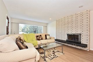 """Photo 7: 5435 - 5437 SUSSEX Avenue in Burnaby: Forest Glen BS House Duplex for sale in """"Forest Glen"""" (Burnaby South)  : MLS®# R2412379"""