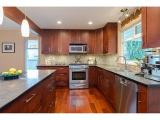 "Photo 10: 9241 209A Crescent in Langley: Walnut Grove House for sale in ""Central Walnut Grove"" : MLS®# R2445975"