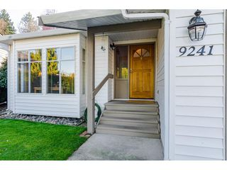 "Photo 2: 9241 209A Crescent in Langley: Walnut Grove House for sale in ""Central Walnut Grove"" : MLS®# R2445975"