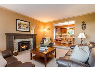"Photo 3: 9241 209A Crescent in Langley: Walnut Grove House for sale in ""Central Walnut Grove"" : MLS®# R2445975"
