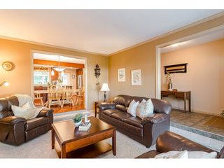 "Photo 4: 9241 209A Crescent in Langley: Walnut Grove House for sale in ""Central Walnut Grove"" : MLS®# R2445975"