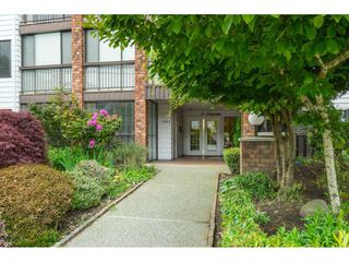 "Photo 4: 101 1424 MARTIN Street: White Rock Condo for sale in ""THE PATRICIAN"" (South Surrey White Rock)  : MLS®# R2457828"
