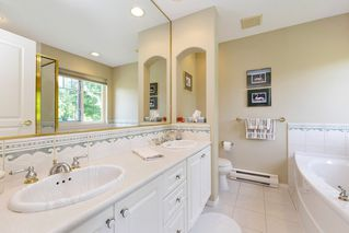 """Photo 16: 13 3405 PLATEAU Boulevard in Coquitlam: Westwood Plateau Townhouse for sale in """"PINNACLE RIDGE"""" : MLS®# R2476821"""