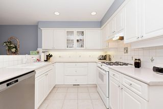 """Photo 10: 13 3405 PLATEAU Boulevard in Coquitlam: Westwood Plateau Townhouse for sale in """"PINNACLE RIDGE"""" : MLS®# R2476821"""