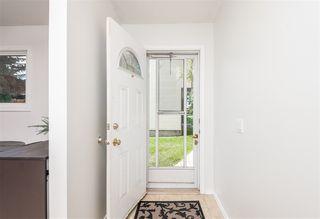 Photo 3: 1318 LAKEWOOD Road W in Edmonton: Zone 29 Townhouse for sale : MLS®# E4214309