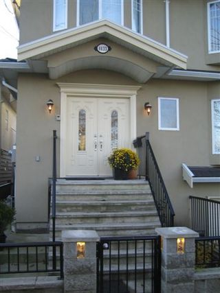 Photo 2: 4433 Sophia Street in Vancouver: Main House for sale (Vancouver East)