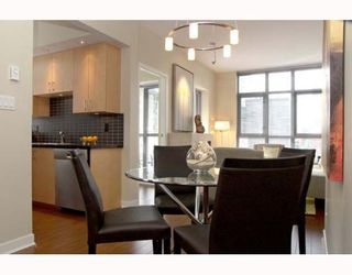 Photo 2: 1050 SMITHE Street in Vancouver: West End VW Condo for sale (Vancouver West)  : MLS®# V641719