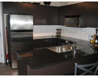 """Photo 2: 403 4118 DAWSON Street in Burnaby: Brentwood Park Condo for sale in """"TANDEM"""" (Burnaby North)  : MLS®# V695875"""