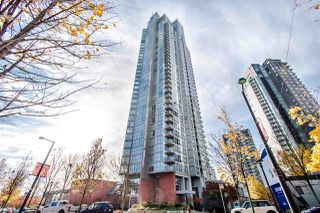 "Photo 2: 2202 1408 STRATHMORE Mews in Vancouver: Yaletown Condo for sale in ""WEST ONE"" (Vancouver West)  : MLS®# R2432434"