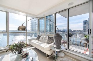 "Photo 6: 2202 1408 STRATHMORE Mews in Vancouver: Yaletown Condo for sale in ""WEST ONE"" (Vancouver West)  : MLS®# R2432434"