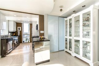 "Photo 7: 2202 1408 STRATHMORE Mews in Vancouver: Yaletown Condo for sale in ""WEST ONE"" (Vancouver West)  : MLS®# R2432434"