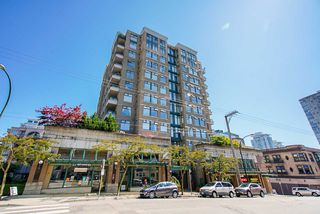 "Photo 2: 307 720 CARNARVON Street in New Westminster: Downtown NW Condo for sale in ""CARNARVON TOWERS"" : MLS®# R2492005"