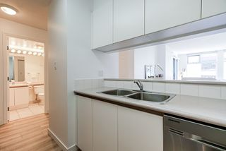 "Photo 11: 307 720 CARNARVON Street in New Westminster: Downtown NW Condo for sale in ""CARNARVON TOWERS"" : MLS®# R2492005"