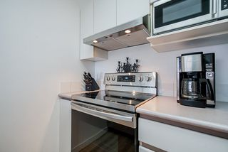 "Photo 10: 307 720 CARNARVON Street in New Westminster: Downtown NW Condo for sale in ""CARNARVON TOWERS"" : MLS®# R2492005"