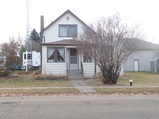 Photo 1: 5131 53 Avenue in Viking: House for sale