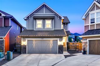 Photo 1: 140 VALLEY POINTE Place NW in Calgary: Valley Ridge Detached for sale : MLS®# C4271649