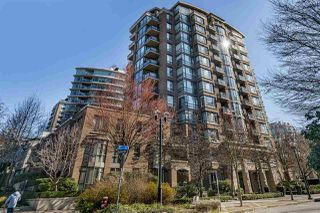 "Main Photo: 303 170 W 1ST Street in North Vancouver: Lower Lonsdale Condo for sale in ""ONE PARK LANE"" : MLS®# R2448628"