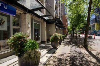 """Photo 4: 304 1252 HORNBY Street in Vancouver: Downtown VW Condo for sale in """"PURE"""" (Vancouver West)  : MLS®# R2456656"""