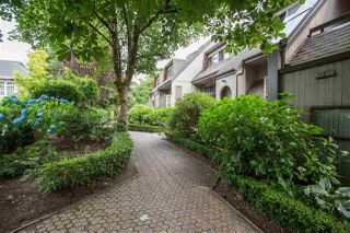 """Photo 18: 3182 MOUNTAIN Highway in North Vancouver: Lynn Valley Townhouse for sale in """"LYNN VALLEY TERRACE"""" : MLS®# R2387985"""
