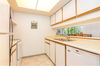 """Photo 9: 3182 MOUNTAIN Highway in North Vancouver: Lynn Valley Townhouse for sale in """"LYNN VALLEY TERRACE"""" : MLS®# R2387985"""