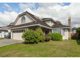Photo 1: 6272 186A Street in Surrey: Cloverdale BC House for sale (Cloverdale)  : MLS®# R2405583