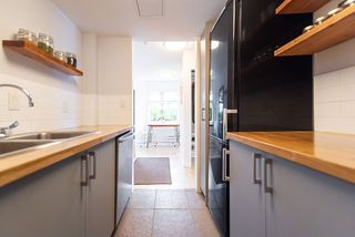 """Photo 11: 101 2006 W 2ND Avenue in Vancouver: Kitsilano Condo for sale in """"MAPLE PARK WEST"""" (Vancouver West)  : MLS®# R2448573"""