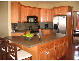 Photo 4: 134 WILLMINGTON Drive in WINNIPEG: Windsor Park / Southdale / Island Lakes Residential for sale (South East Winnipeg)  : MLS®# 2803972