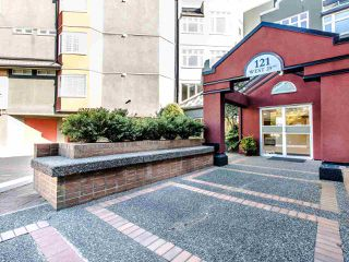 Main Photo: 311 121 W 29TH Street in North Vancouver: Upper Lonsdale Condo for sale : MLS®# R2409769