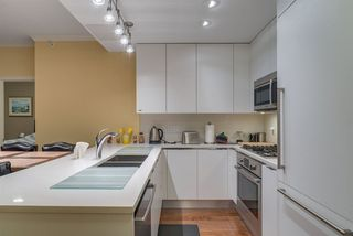 """Photo 2: 805 199 VICTORY SHIP Way in North Vancouver: Lower Lonsdale Condo for sale in """"TROPHY AT THE PIER"""" : MLS®# R2436522"""