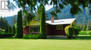 Photo 2: 944 MACKENZIE HIGHWAY in Bella Coola: House for sale : MLS®# R2482254