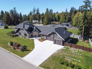 Photo 1: 519 HARRY Road in Gibsons: Gibsons & Area House for sale (Sunshine Coast)  : MLS®# R2505463