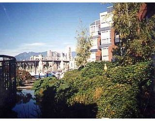 """Photo 1: 1555 MARINER Walk in Vancouver: False Creek Townhouse for sale in """"LAGOONS"""" (Vancouver West)  : MLS®# V696953"""