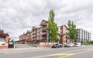 """Photo 3: 411 5650 201A Street in Langley: Langley City Condo for sale in """"Paddington Station"""" : MLS®# R2465928"""
