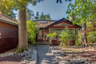 Photo 1: 471 Green Mountain Rd in : SW Prospect Lake Single Family Detached for sale (Saanich West)  : MLS®# 851212