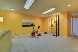 Photo 17: 7 WHITE OAK Crescent SW in Calgary: Wildwood Detached for sale : MLS®# A1021618