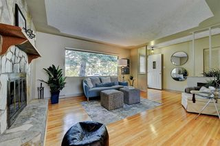 Photo 5: 7 WHITE OAK Crescent SW in Calgary: Wildwood Detached for sale : MLS®# A1021618