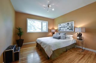 Photo 12: 7 WHITE OAK Crescent SW in Calgary: Wildwood Detached for sale : MLS®# A1021618