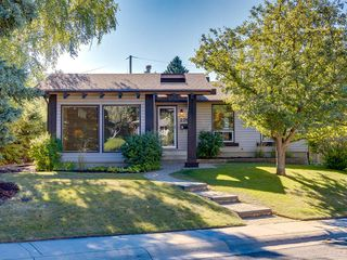 Photo 1: 226 SILVER MEAD Crescent NW in Calgary: Silver Springs Detached for sale : MLS®# A1025505