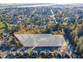 Photo 1: 7816 DUNSMUIR Street in Mission: Mission BC House for sale : MLS®# R2512120