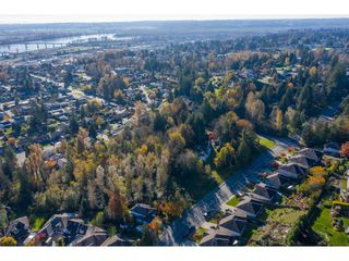 Photo 4: 7816 DUNSMUIR Street in Mission: Mission BC House for sale : MLS®# R2512120