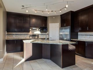 Photo 5: 64 Simcoe Close SW in Calgary: Signal Hill Detached for sale : MLS®# A1058933